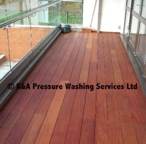 garden decking pressure washing